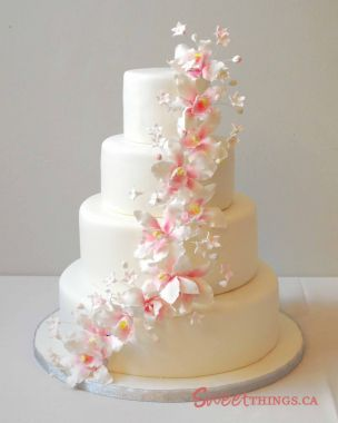 Le deuxième choix en pièce montée est le wedding cake ou le gâteau à  l\u0027américaine. Les pièces montées de ce genre sont des chefs d\u0027œuvre qui  surprendront